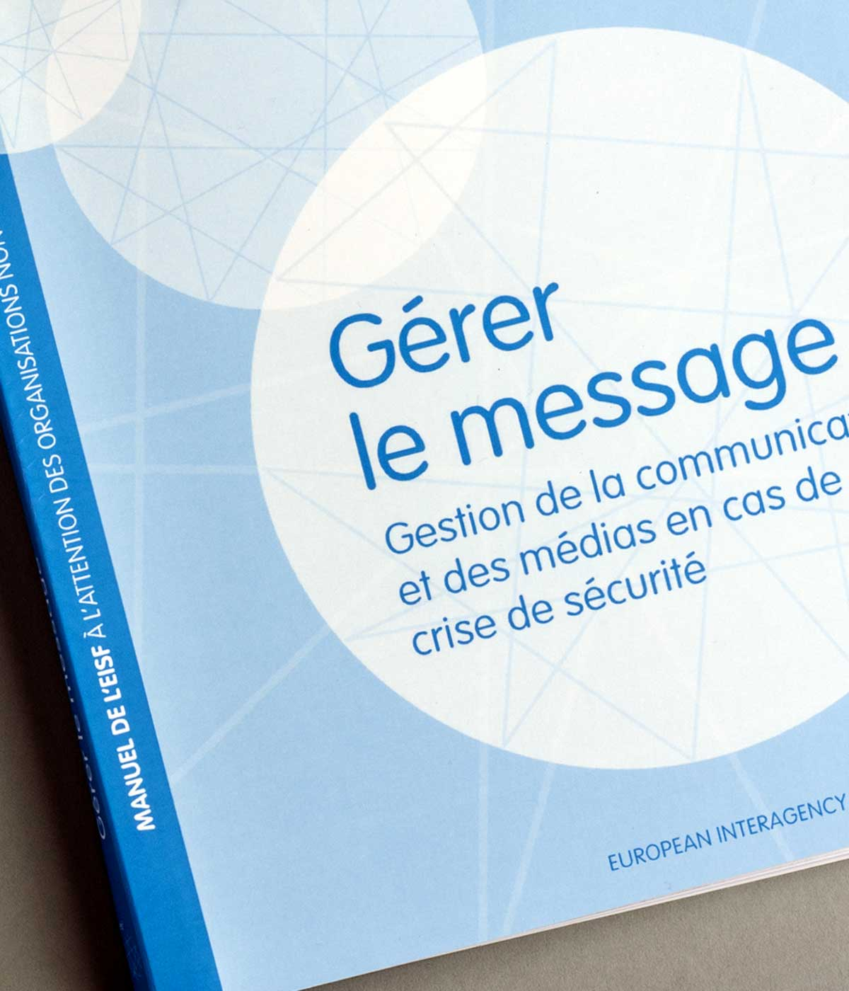Cover of an EISF guide in French